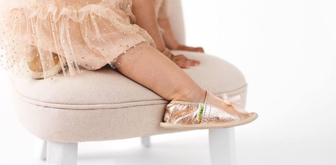 kindergarten-toddler-rolly-slippers-rose-gold-girl